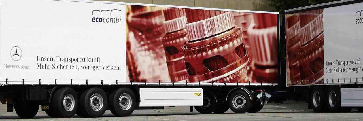 Ein Mercedes-Benz Lastzug des Pilotprojekts ecocombi